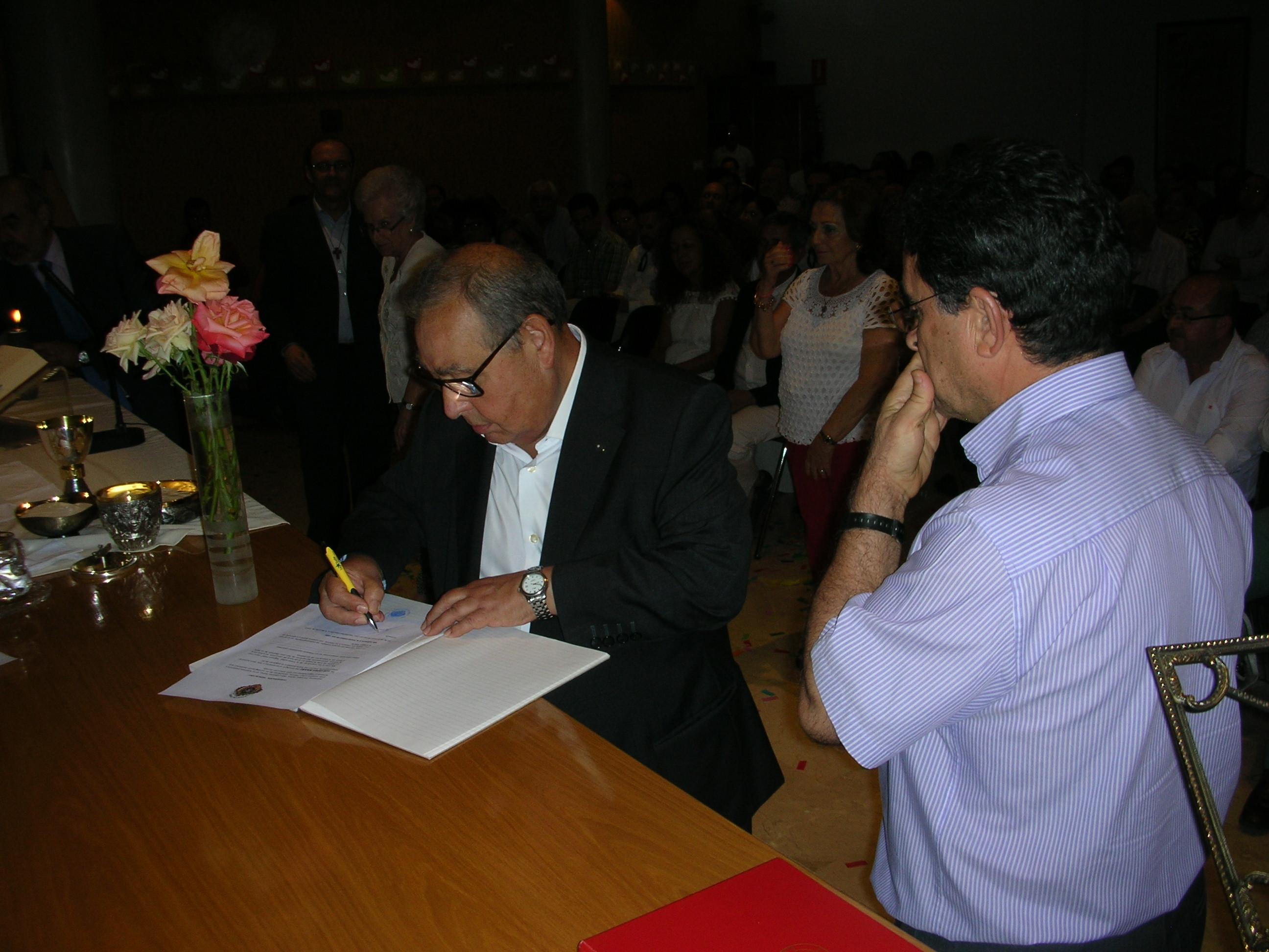 Firma de la Consagración de por vida. Luis
