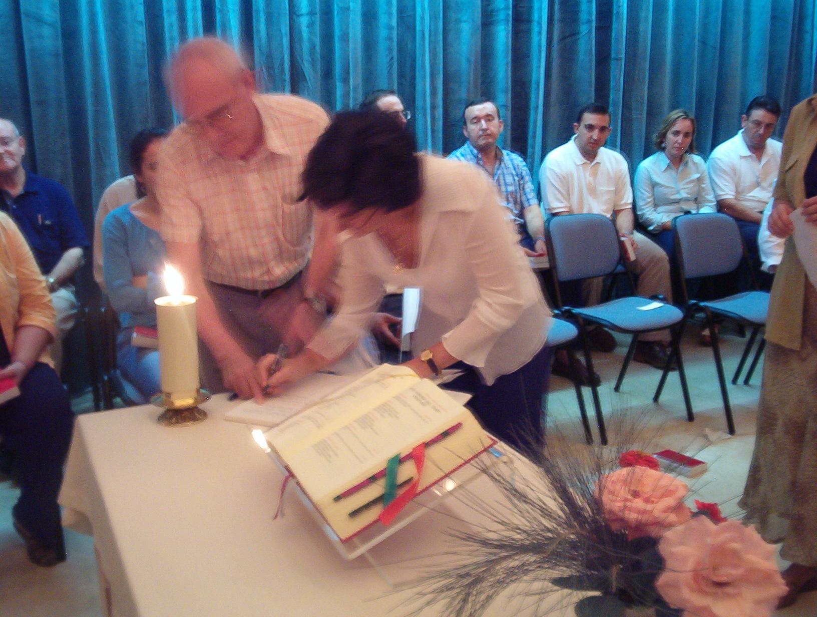 Firma de María Dolores después de la Consagración año 2004