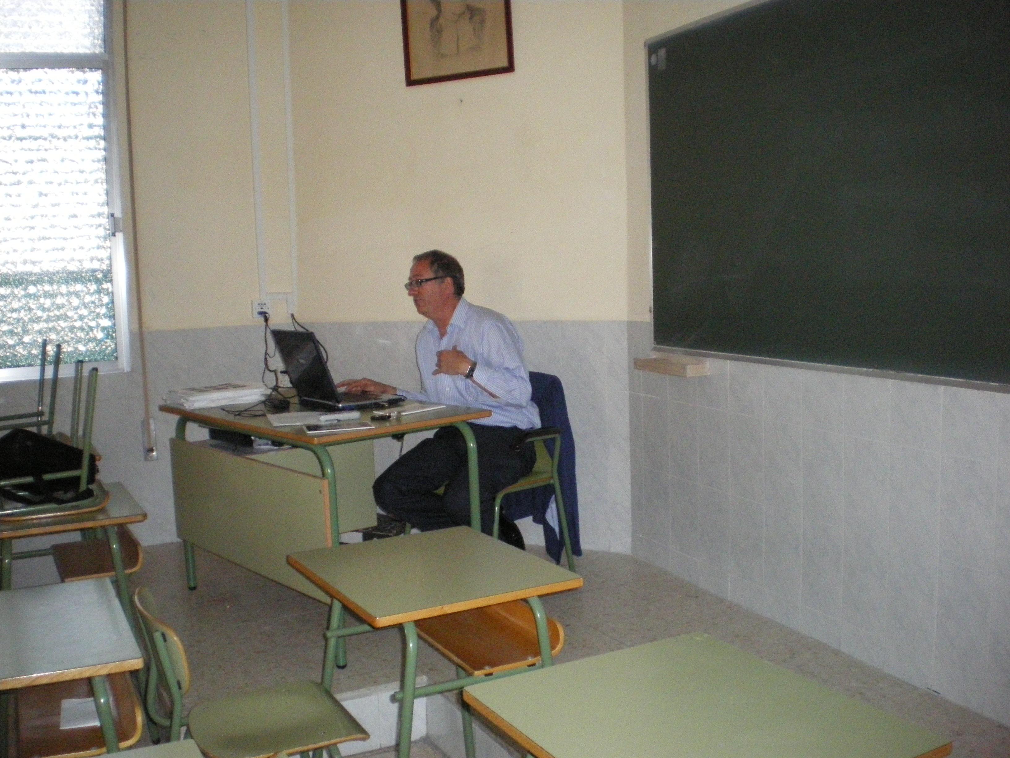 Simeón Martín exponiendo el tema a tratar