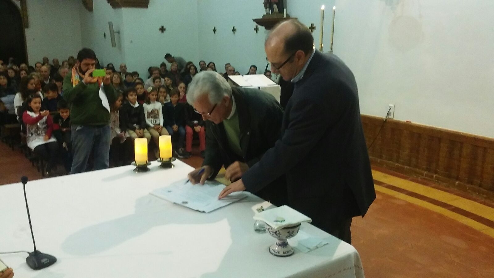 Francisco Martin Reina, estampa su firma como Signum Fidei en presencia del Hno Visitador Auxiliar